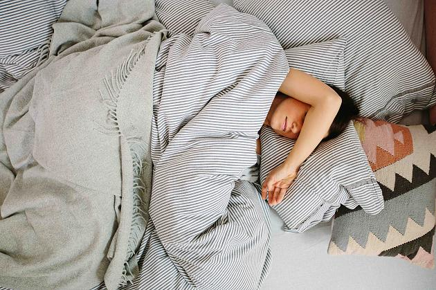 Sleep in only 2 minutes: An old military Trick is to make it possible