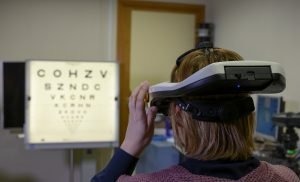 A simulator allows patients to experience how their vision will improve before surgery