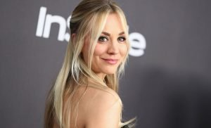 The Crazy Side Plank That Helps Kaley Cuoco Get THOSE Abs