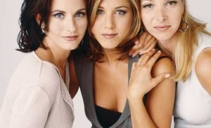Lisa Kudrow Felt Like a 'Mountain' Next to Friends Costars Jennifer Aniston and Courteney Cox