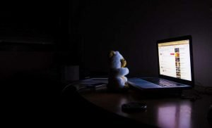 Night owls can 'retrain' their body clocks to improve mental well-being and performance