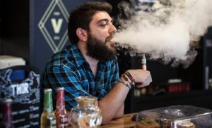 Vaping lung disease: Can vaping cause lung disease? US links 120 cases to e-cigarettes