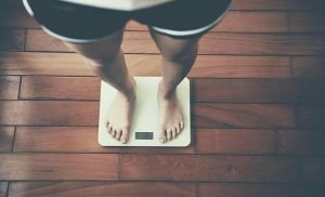 New study: Daily weigh-in of the Christmas season keeps you slim