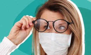 This Doctor's Hack for Keeping Your Glasses From Fogging When Wearing a Mask Has Gone Viral