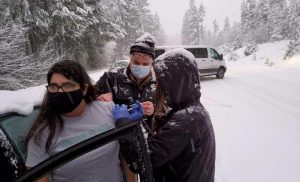Roadside COVID-19 clinic gives shots to motorists stranded by Oregon snow