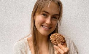Steph Claire Smith Has Shared Her Healthy Anzac Biscuit Recipe and… Yum!