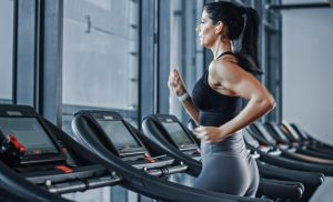 Why You Should Think Twice About Using Headphones At The Gym