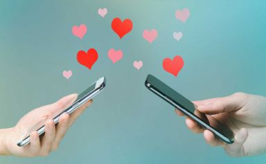 How To Start A Conversation With Your Crush (Finally!), According To Dating Experts