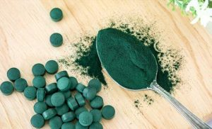 This Is The Real Difference Between Spirulina And Chlorella Supplements