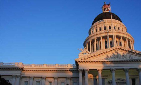 California facilita que residentes de bajos ingresos obtengan y mantengan una cobertura de salud gratuita